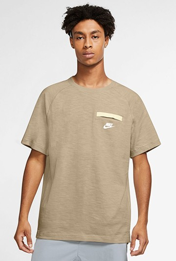 Camiseta Nike Sportswear Modern Essentials marrón