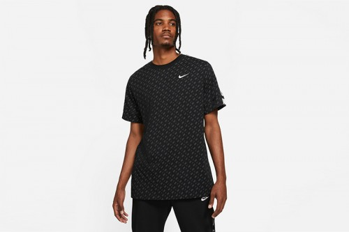 Camiseta Nike REPEAT negra