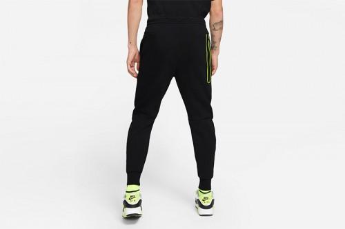 Pantalón Nike Sportswear Tech Fleece negro