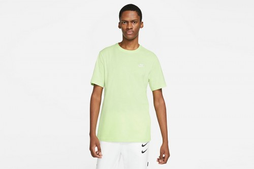 Camiseta Nike Sportswear Club verde