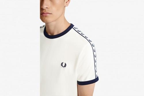 Camiseta Fred Perry Ringer con cinta deportiva blanca