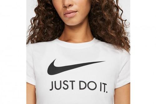 Camiseta Nike Sportswear Blancas