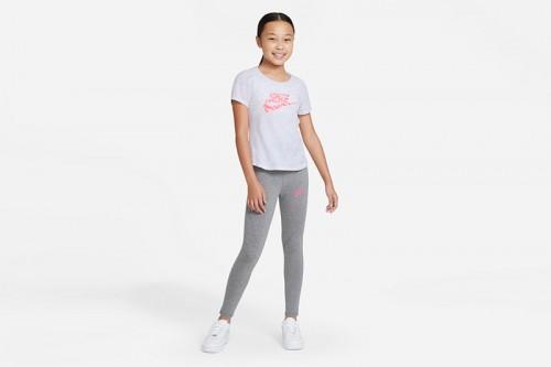 Camiseta Nike Sportswea blanca